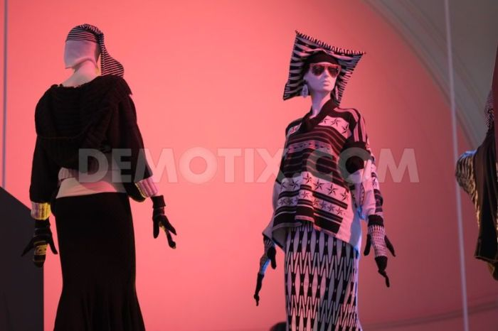 1373298343-club-to-catwalk-london-fashion-in-the-1980s-at-the-va-museum_2236837