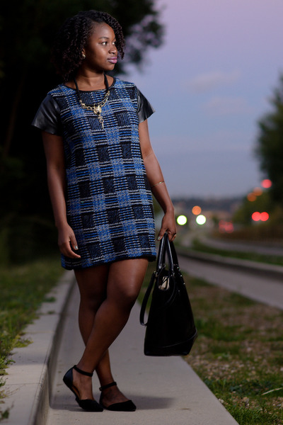 blue-h-m-jacket-plaid-tk-maxx-dress-tote-zara-bag-bamboo-flats_400