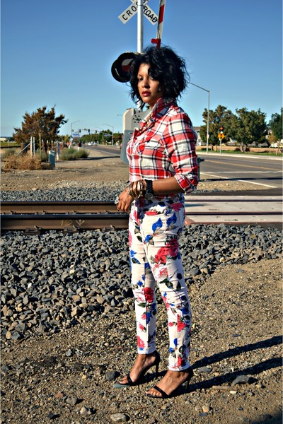 off-white-floral-jeans-red-plaid-denim-supply-shirt-black-zara-sandals_400