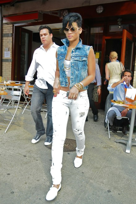 111Rihanna-in-double-denim-rvca-erin-wasson-acid-wash-vest-stone-paige skyline-jeans-JT4