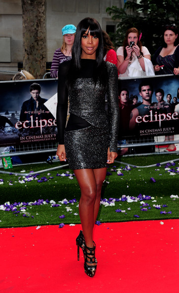 Kelly_Rowland_In_Black_Dress_Eclipse_Premiere_Red_Carpet2