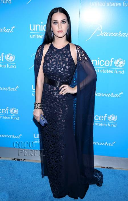 katy-perry-in-naeem-khan-unicef-snowflake-ball-2012-2__oPt