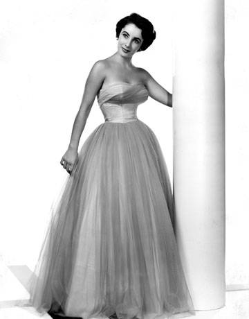 hbz-elizabeth-taylor-portrait-gown-0311-de-sm