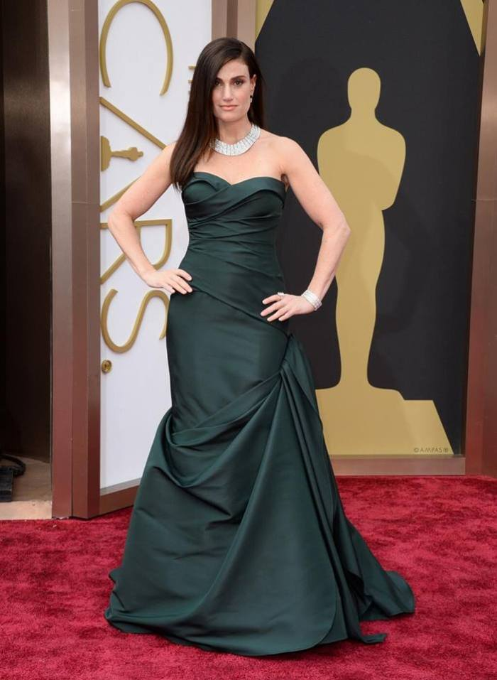 Idina Menzel in emerald #VeraWang