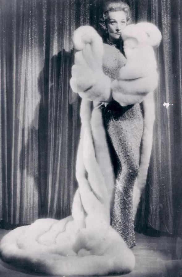 marlene-dietrich-jean-louis-1957