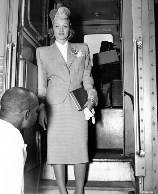 Marlene-Dietrich-train-travel