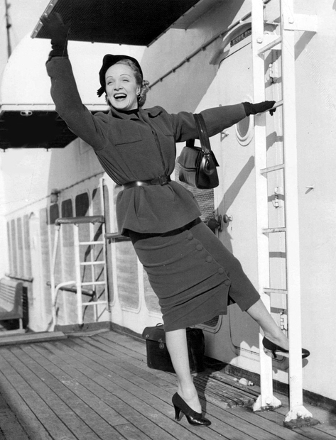 Marlene-Dietrich-travel-boat