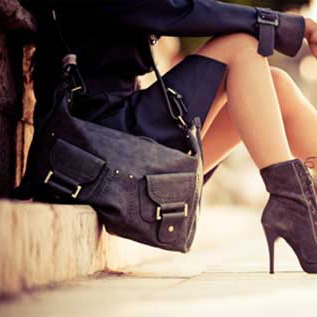 purse-on-the-ground