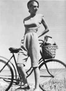 claire-mccardell-1940-bicycle-outfit-from-starling-fitness-450x617