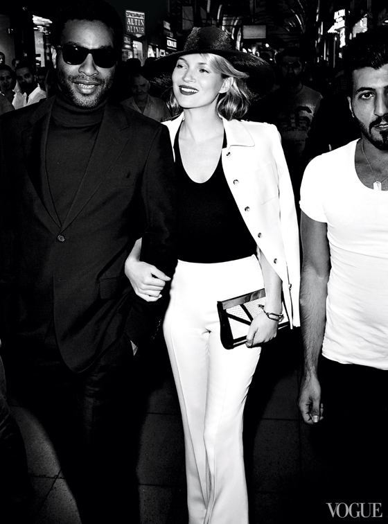 Kate-Moss-Istanbul-Vogue-Dec13-black-straw-hat-Michael-Kors-white-suit-photo-by-Mario-Testino